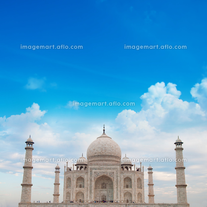 Taj Mahal Agra India with blue skyの販売画像