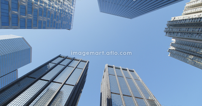 Business office tower over blue skyの販売画像