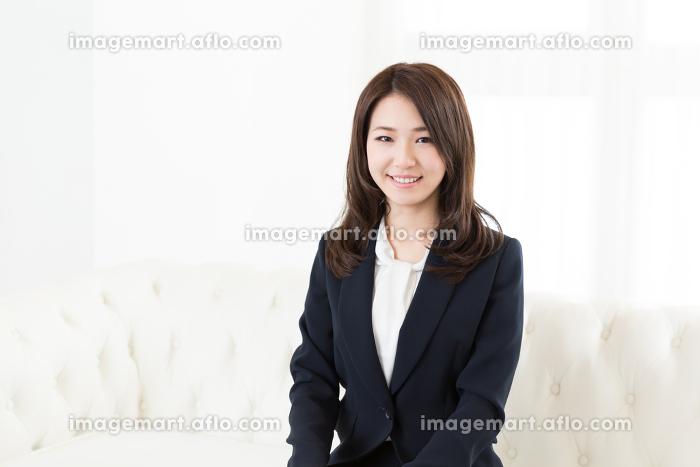 笑顔の女性 ビジネスの販売画像