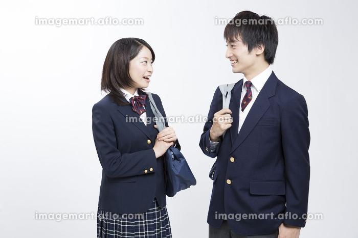 談笑する高校生の販売画像