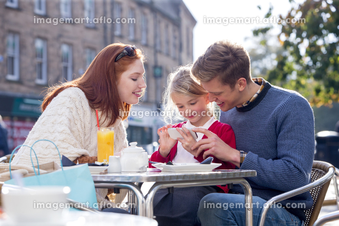 Family of Three Looking at a Smartphoneの販売画像