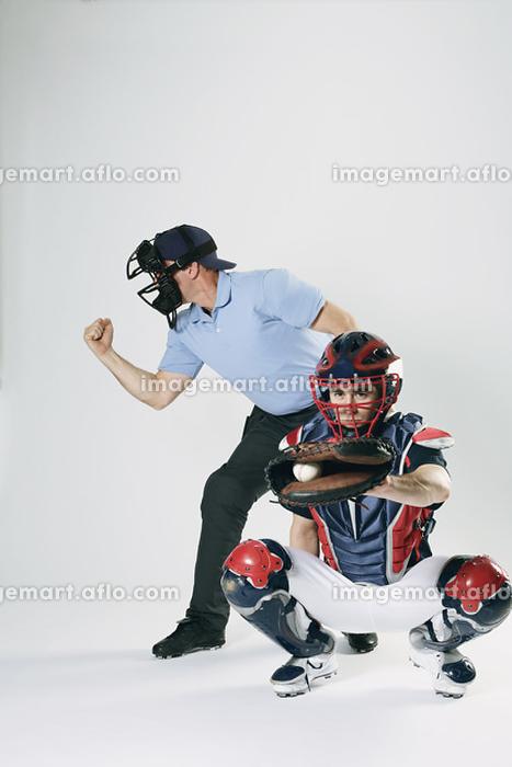 野球のキャッチャーと審判