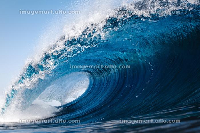 Heavy wave breaking on a beach in Spainの販売画像