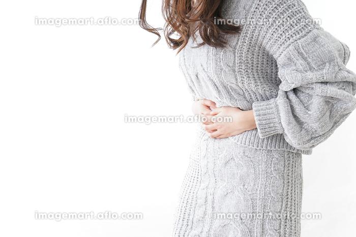 風邪をひいた女性の販売画像