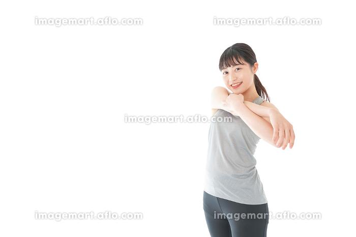 トレーニングをする若い女性の販売画像