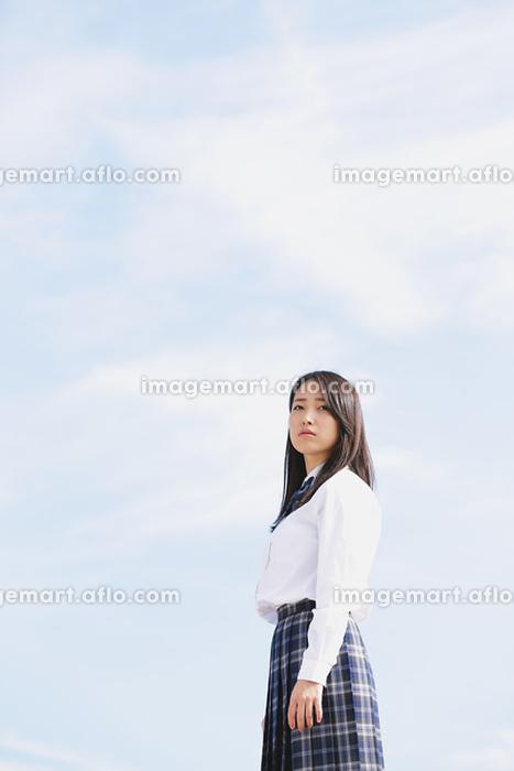 真剣な表情の女子高生