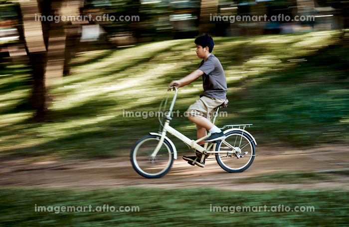 Motion blur of the boy riding bicycleの販売画像
