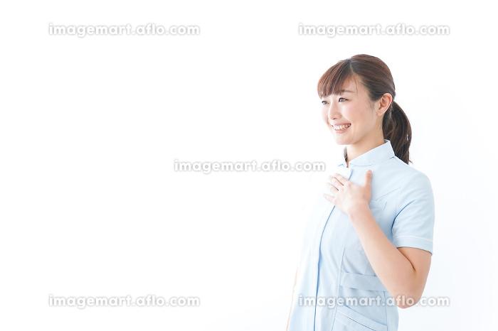 信頼できる若い看護師の販売画像
