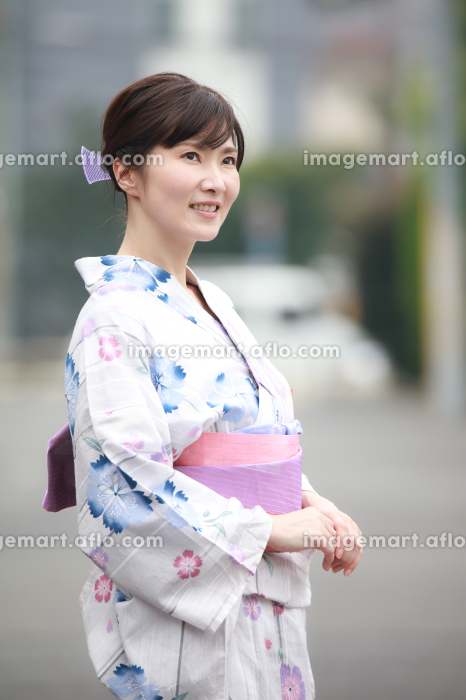 浴衣の女性の販売画像