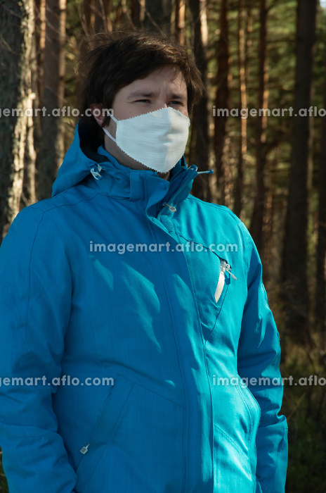 Virus, a man with white face mask in a blue jacket, coronavirusの販売画像