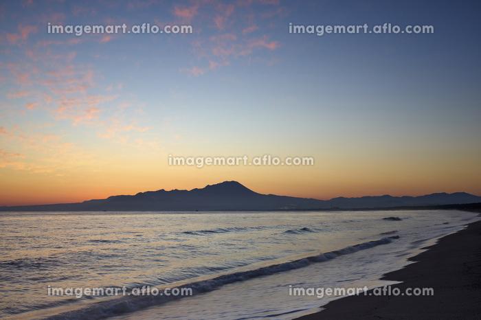 弓ヶ浜から望む大山の夜明けの販売画像