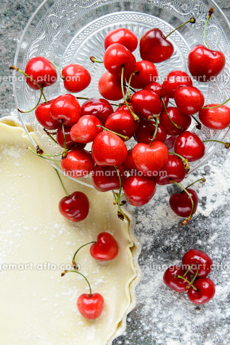 fresh cherries and pie doughの販売画像