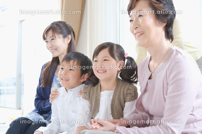 3世代家族のだんらんの販売画像