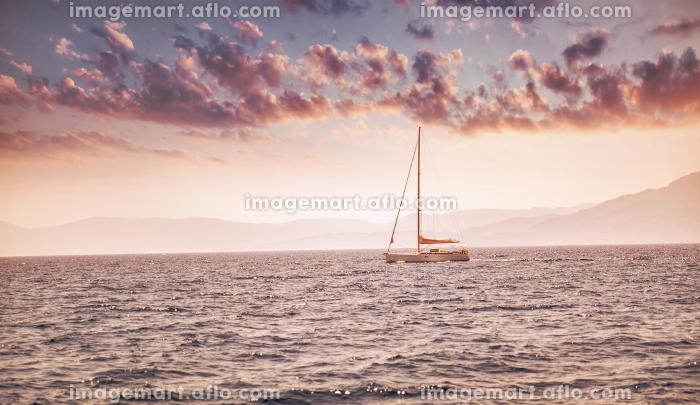 Beautiful sunset over sea landscapeの販売画像