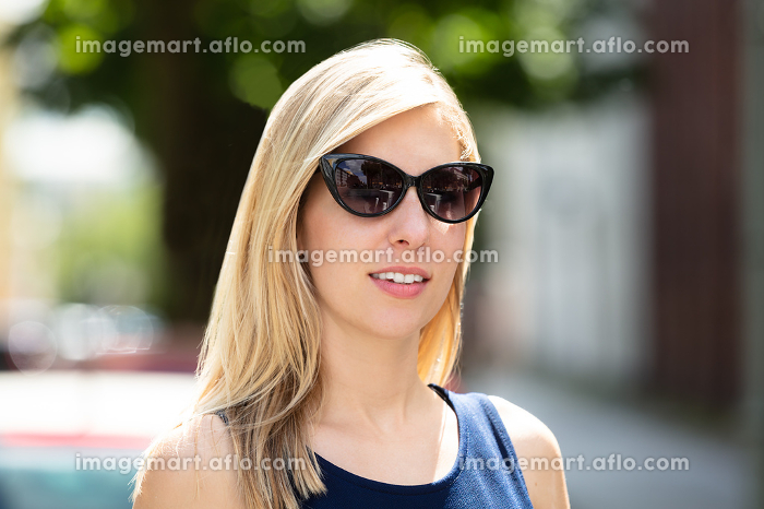 Portrait Of A Beautiful Womanの販売画像