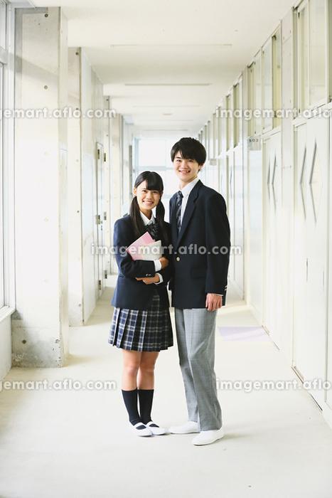 廊下にいる高校生