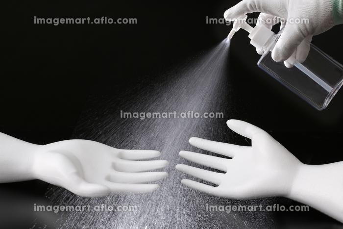 コロナウイルス感染予防のマスクと手袋と消毒の販売画像