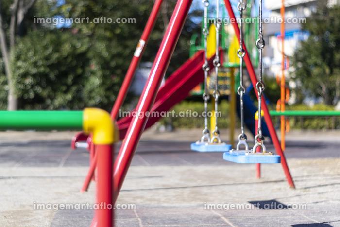 カラフルな児童公園の遊具 ブランコの販売画像