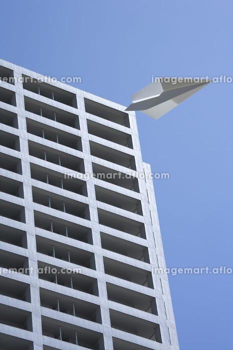 マンションと紙飛行機の合成の販売画像
