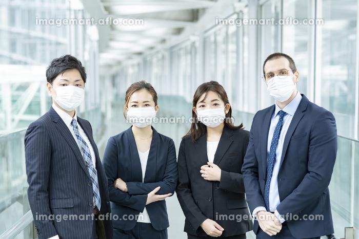 マスクを装着したビジネスチームの販売画像