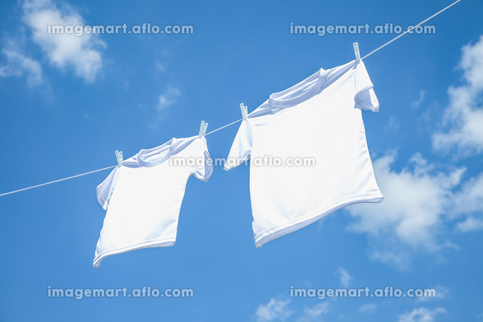 青空と洗濯物の販売画像