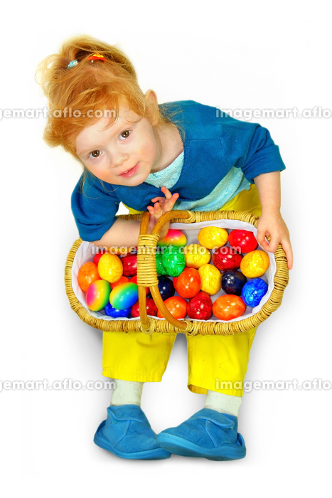 little girl with easter eggs basketの販売画像
