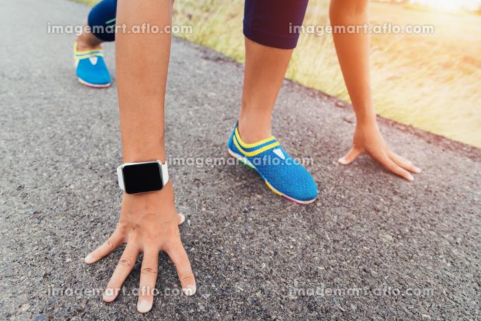 runner gesture ready start to run on roadの販売画像