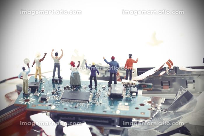 パソコンの残骸と未来社会の災害の販売画像