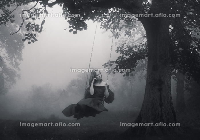 Art portrait of a young lady on a retro swingの販売画像