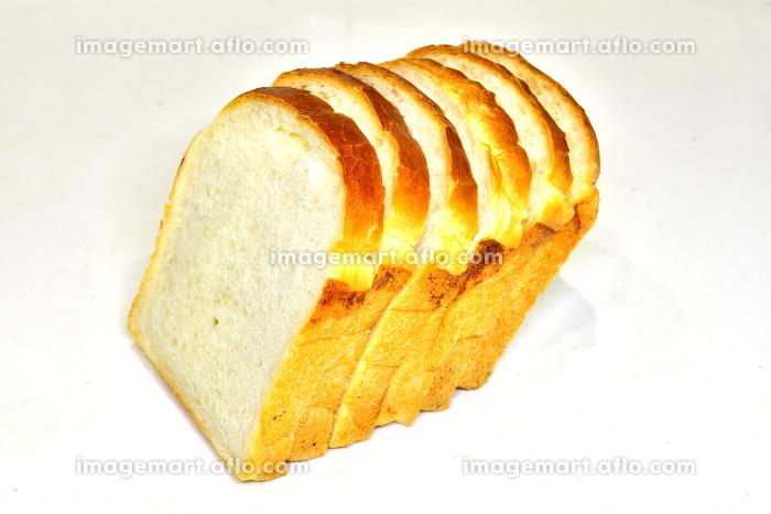 スライスされた一斤のパンの販売画像
