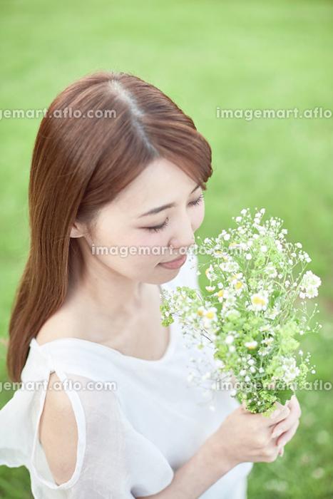 若い日本人女性の販売画像