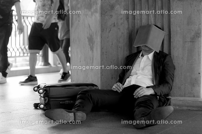 Stressed asian businessman bankrupt with sitting at outdoor andの販売画像