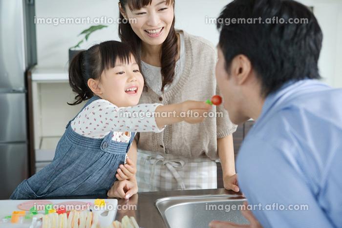 3人家族 幸せ アフロRFの販売画像
