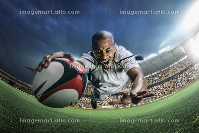 トライするラグビー選手の販売画像