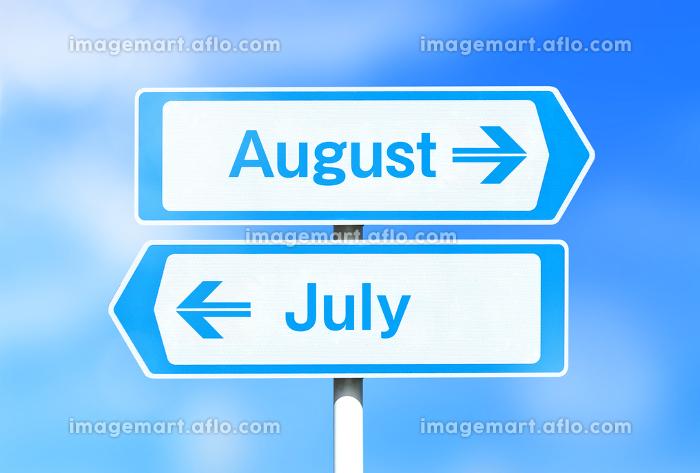 8月と7月の看板 8月が上の販売画像