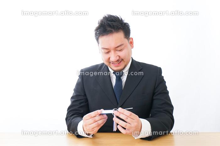 語学学習をするビジネスマンの販売画像