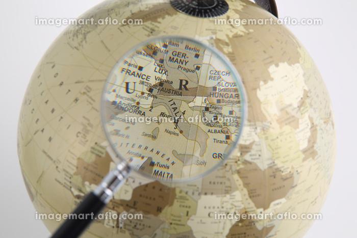 虫眼鏡と地球儀