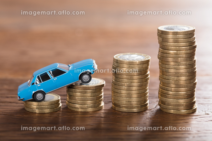 Car Model On Stacked Coinの販売画像