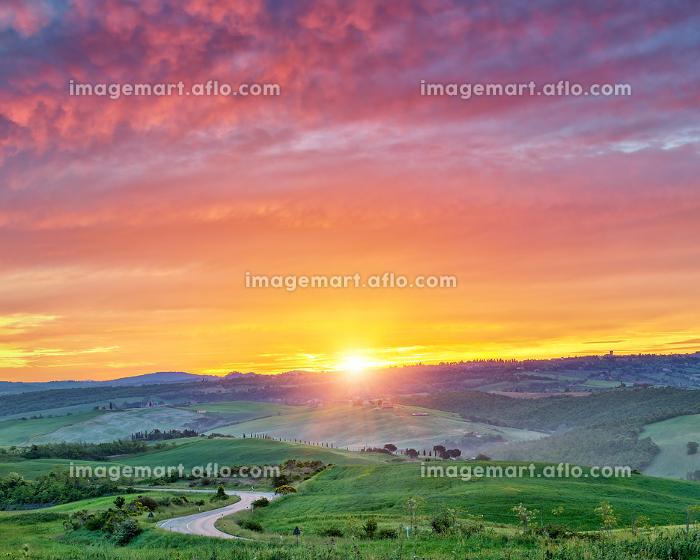 Colorful Tuscany landscape at sunriseの販売画像