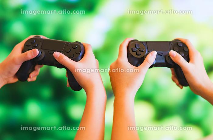 ゲーム 対戦 兄弟 姉妹 家族 eスポーツの販売画像