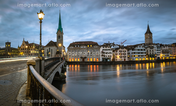 Zurich, Switzerland - view of the old town with the Limmat riverの販売画像