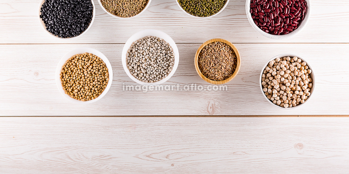 Top view superfood assortment in a various bowlsの販売画像