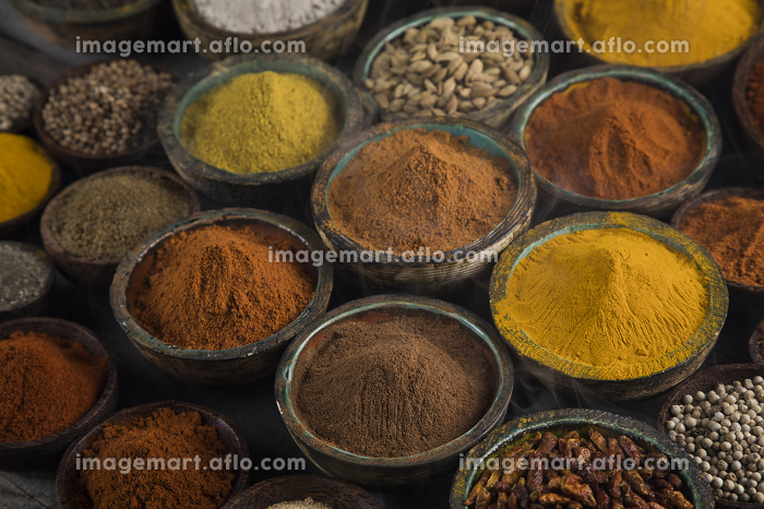 Aromatic spices on wooden backgroundの販売画像