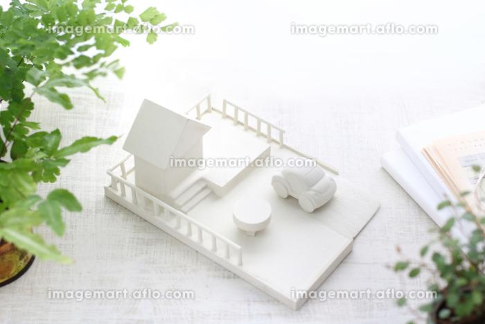 木の工作で作ったマイホームのミニチュア模型の販売画像