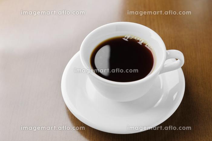 白カップのシンプルなコーヒーの販売画像