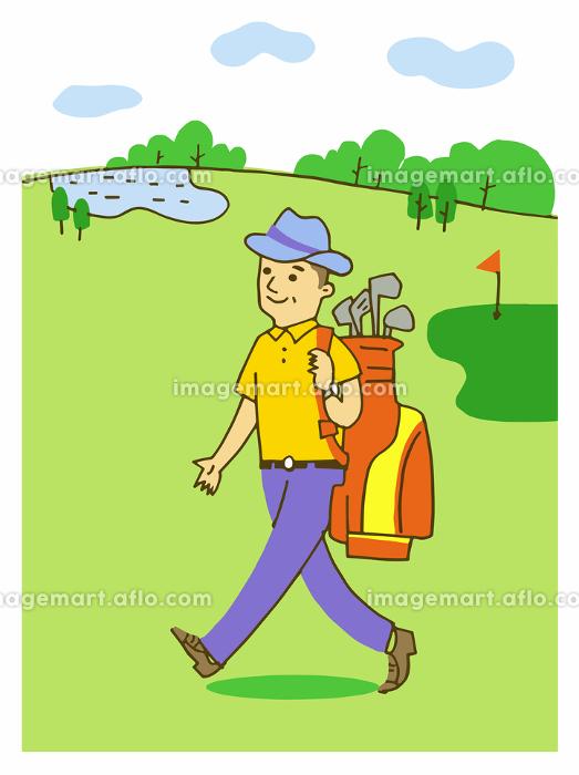 ゴルフ場を歩くシニア男性の販売画像