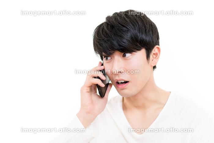男性・電話・スマートフォン(感情)の販売画像