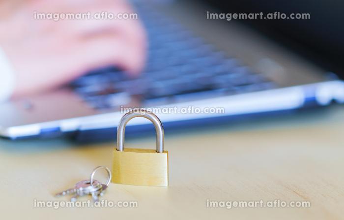 ノートパソコン 鍵 【セキュリティ イメージ】の販売画像