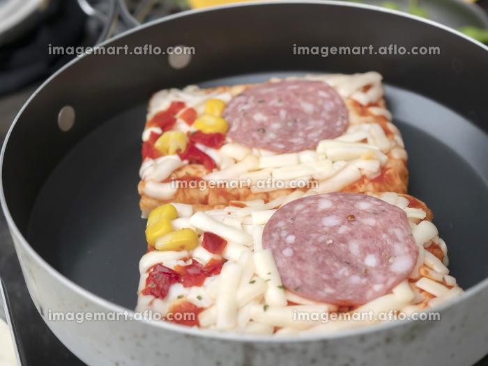 山やキャンプで調理するアウトドアごはん・山ごはん【ピザ】の販売画像