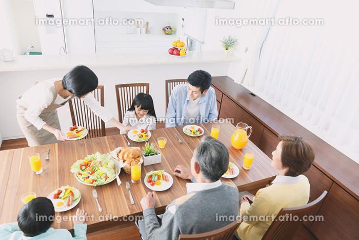朝の食卓イメージの販売画像